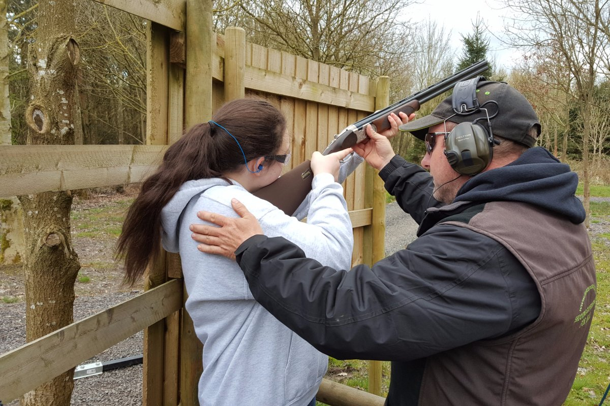 ladies-clay-shooting-lessons-in-leicestershire.jpg